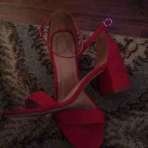Red ankle strap box heels 👠